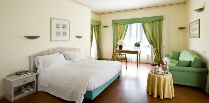 pullman_timi_ama_sardegna_deluxe_room_thumb-2
